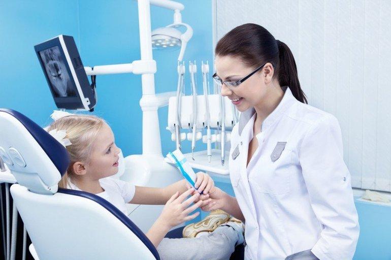 Врач дантист