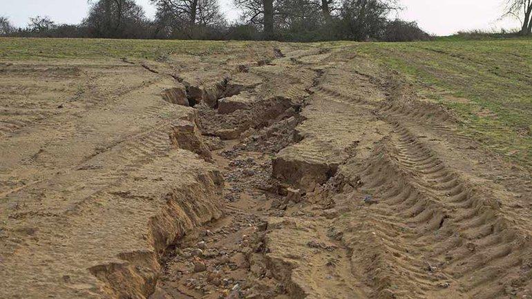 Площадная или плоскостная эрозия почвы