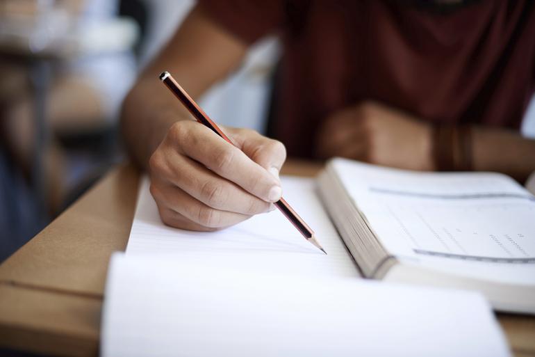 Как писать слово подмышками