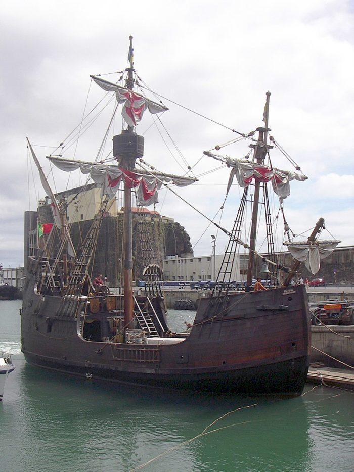 Рис. 2. Копия корабля Колумба «Санта-Мария»
