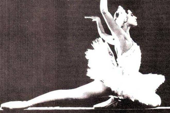 Рис. 2. Агния Барто в балетной труппе