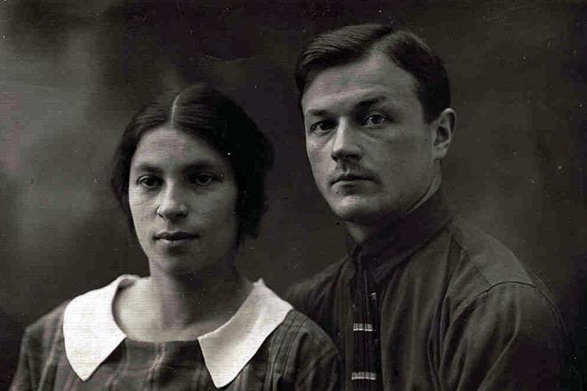 Рис. 4. Агния Барто с первым мужем