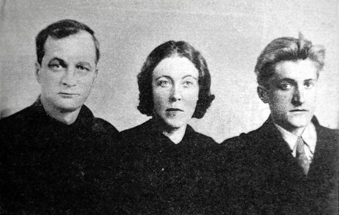 Рис. 6. Андрей Платонов с женой и сыном