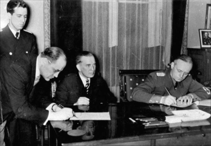 Рис. 2. Заключение секретного соглашения - пакта Молотова-Риббентропа
