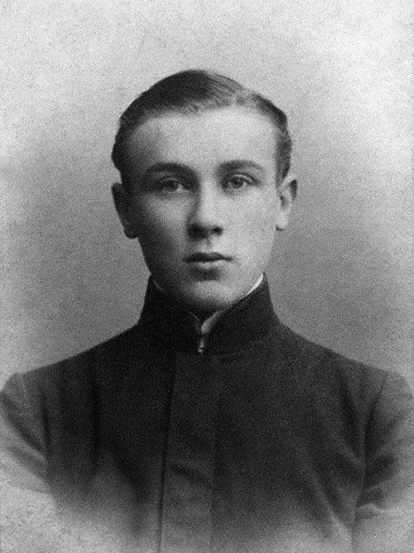 Рис. 2. Михаил Булгаков в юности