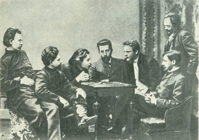 Рис. 2. Участники литературного кружка «Среда». И. А. Бунин сидит справа