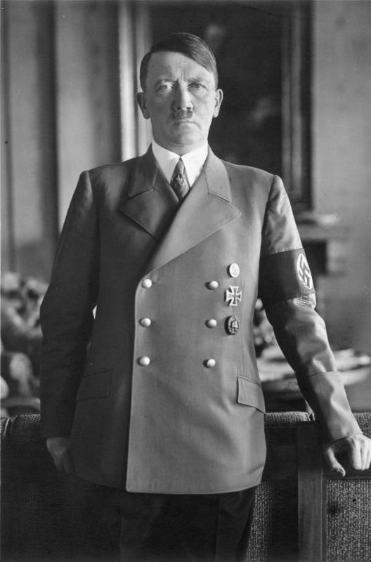 Рис. 1. Адольф Гитлер в 1938 году