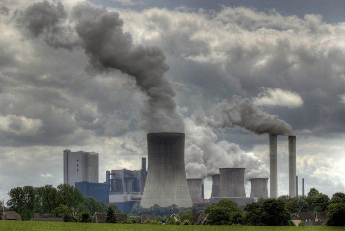 Рис. 2. Промышленность - основной загрязнитель воздуха.