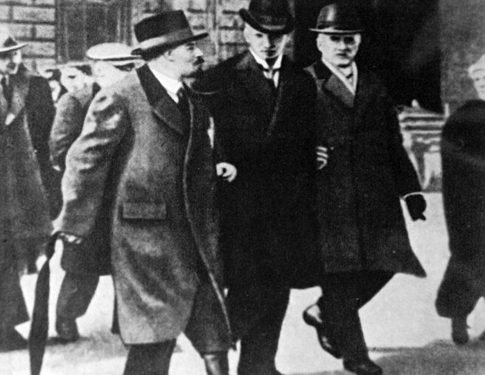 Рис. 5. Владимир Ленин, Туре Нерман и Карл Линдхаген. Стокгольм. 1917 год