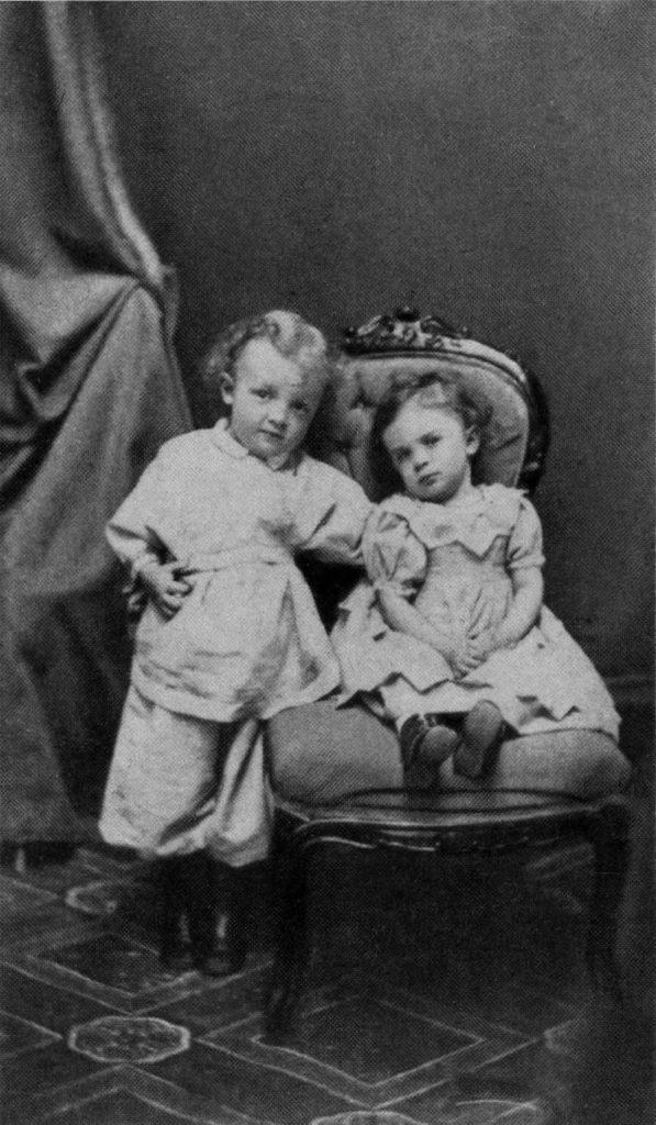 Рис. 2. Владимир Ульянов в возрасте 4 лет со своей сестрой Ольгой. Симбирск. 1874 год