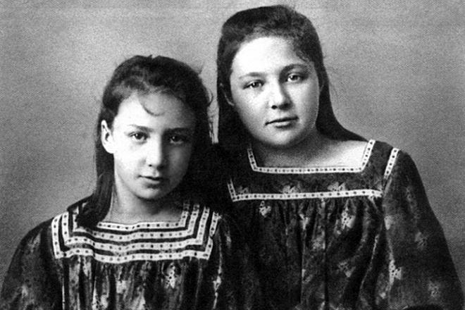 Рис. 2. Марина Цветаева с сестрой Анастасией. 1911 год