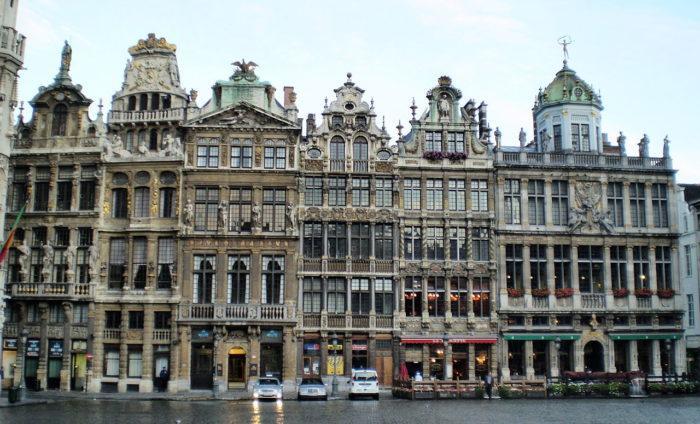 Рис. 2. Гильдейские дома в стиле фламандского барокко (конец XVII — начало XVIII века). Брюссель