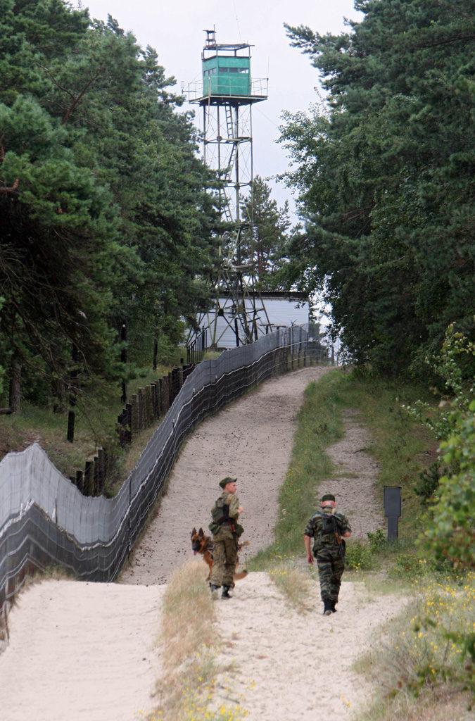 Рис. 2. Российские пограничники в наряде на российском участке границы с Польшей
