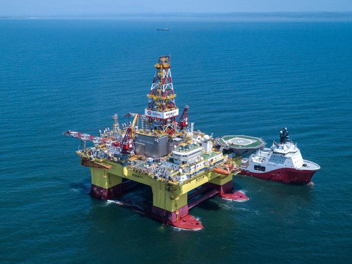 Рис. 3. Добыча нефти на шельфе Охотского моря