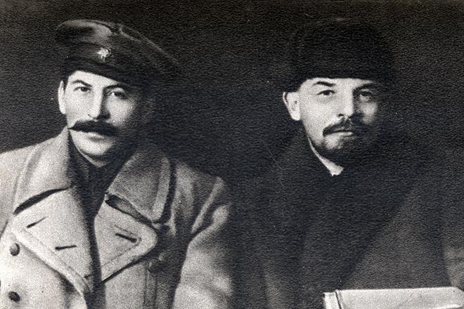 Рис. 3. Иосиф Сталин и Владимир Ленин
