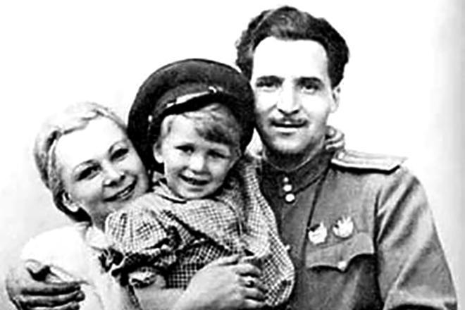 Рис. 3. Семья Константина Симонова и Валентины Серовой