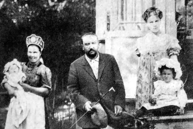 Рис. 5. Александр Куприн с семьей