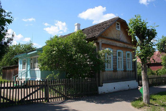 Рис. 5. Дом, в котором Юрий Гагарин жил в школьные годы. Город Гагарин (бывший Гжатск)