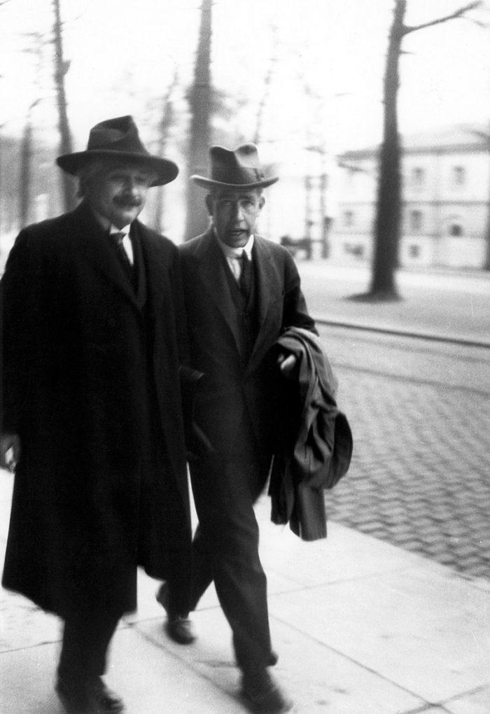 Рис. 5. Эйнштейн и Нильс Бор