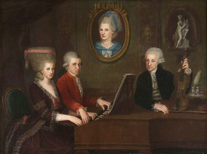 Рис. 3. Семья Моцартов. На стене — портрет матери. Художник Иоганн Непомук де ла Кроче. 1780 год