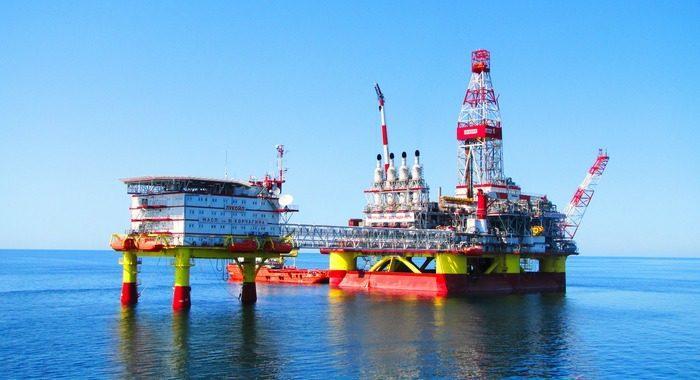 Рис. 7. Нефтяная платформа Лукойл