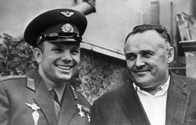 Рис. 7. Юрий Гагарин и Сергей Королев