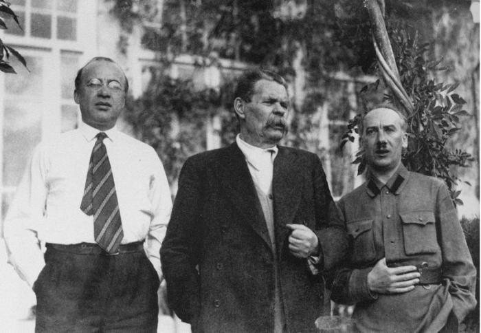 Рис. 10. Петр Крючков, Максим Горький и Генрих Ягода в 1933 году