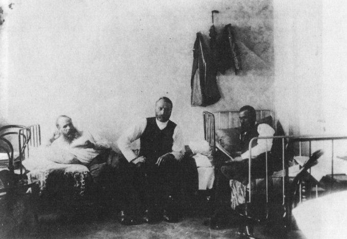 Рис. 6. Ф. Достоевский под арестом на гауптвахте «за нарушение порядка публикаций»