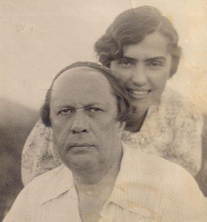 Рис. 3. А. Н. Толстой и его четвертая жена Л. И. Толстая (Крестинская). Барвиха. 1943-44 г. Фото из коллекции Анатолия Панфиля