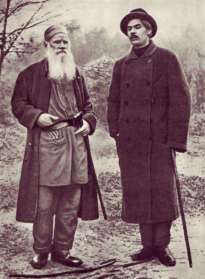 Рис. 3. Лев Толстой и Максим Горький. Ясная Поляна. 1900 год