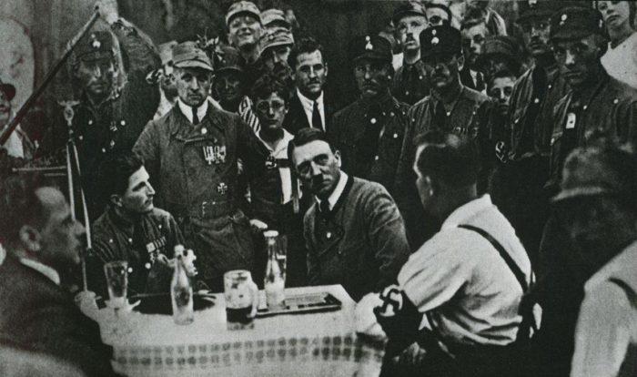 Рис. 6. Собрание НСДАП в Мюнхене